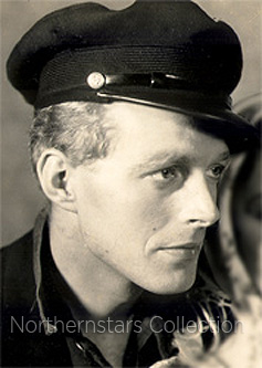 Douglas Walton, actor,