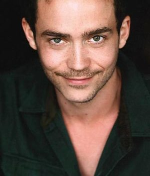 Kett Turton, actor,